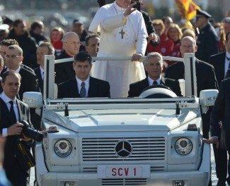 Il Papa passa alle auto elettriche
