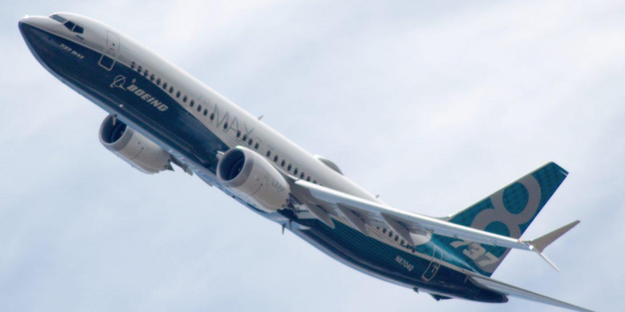 Boeing 737-8 Max Air Canada spegne un motore e atterra a Tucson