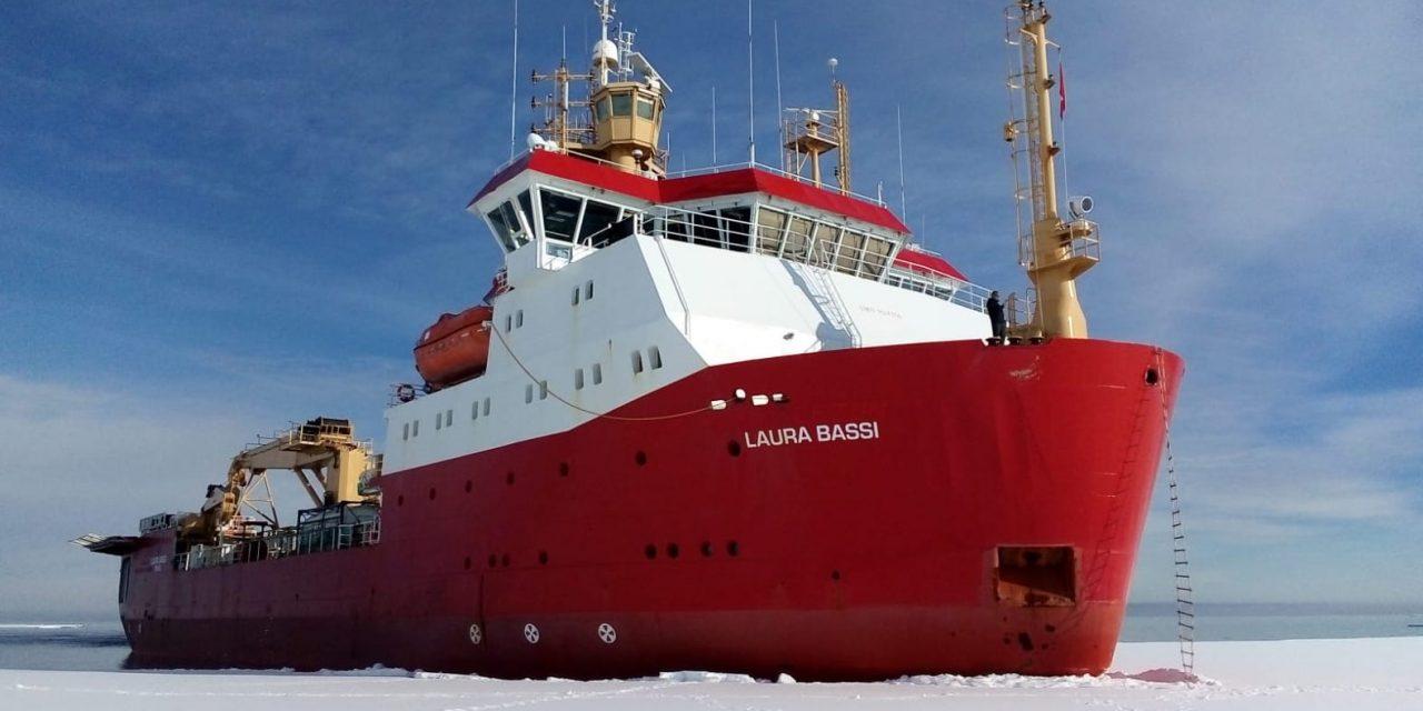 """ENEA, Antartide, rompighiaccio """"Laura Bassi"""" da NZ per Baia Terra Nova"""