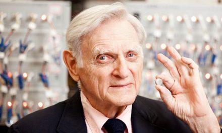 Il Nobel John Goodenough: la batteria di vetro