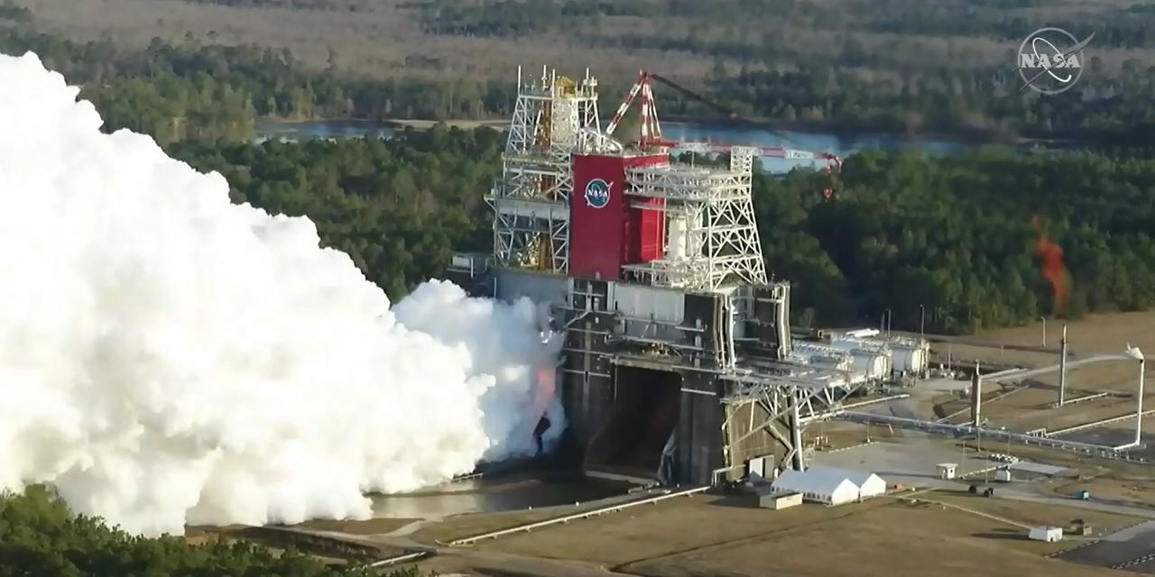 Primo test motori nuovo razzo NASA