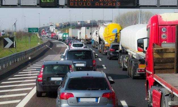 Italiani alla guida, 7 su 10 infrangono il Codice della strada