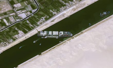Ever Given ancora blocca Suez. Oltre 300 le navi in attesa. Danni incalcolabili
