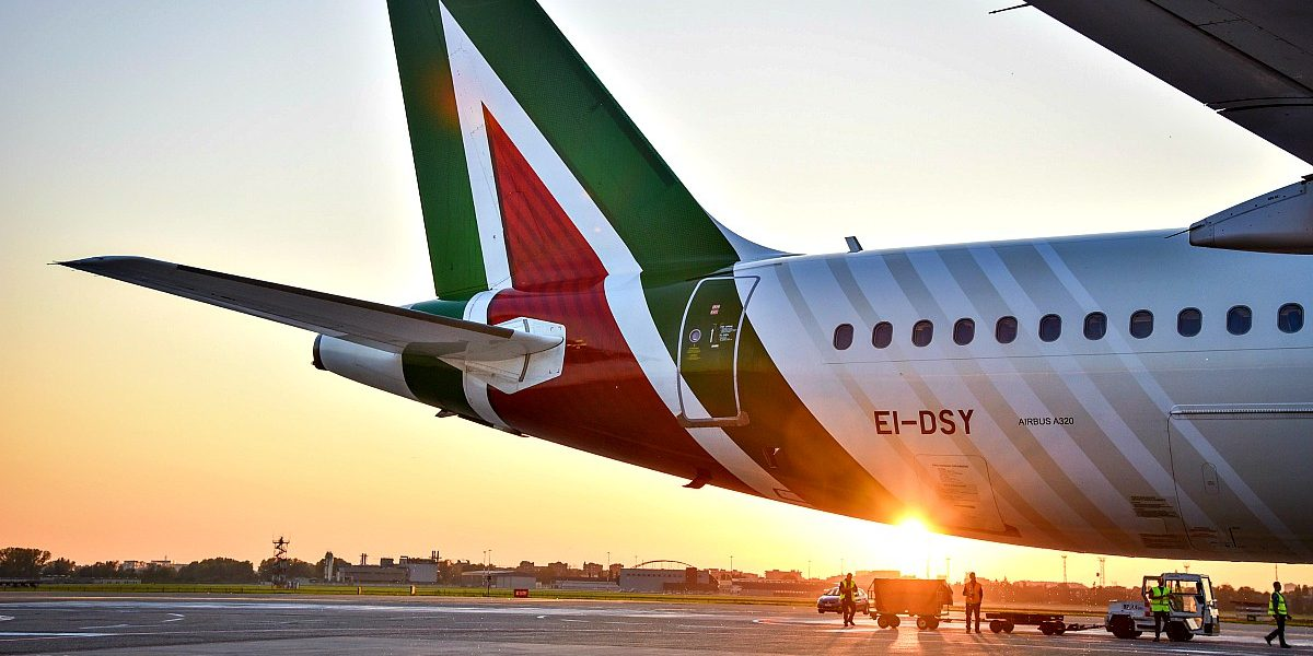 Assoutenti su aerei: con Covid è record di extra-costi