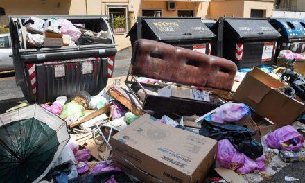 Roma, AMA: rimossi ingombranti rifiuti di svuota cantine e incivili