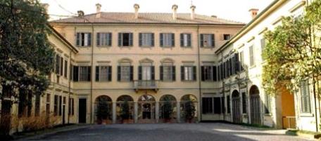 """Superata la """"crisi"""" Berlusconi dimesso dal San Raffaele è rientrato ad Arcore"""