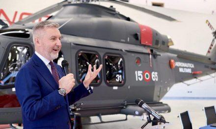 Leonardo consegna elicottero HH-139B alla presenza del min. Guerini