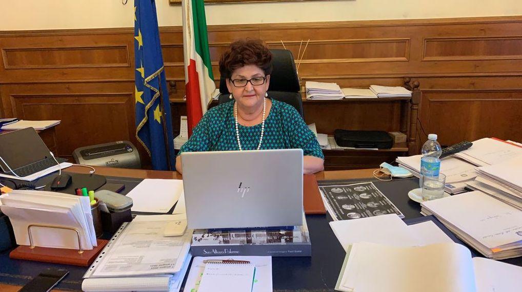 """Viceministra Bellanova: """"Sviluppo del trasporto intermodale pilastro delle politiche dei trasporti"""""""
