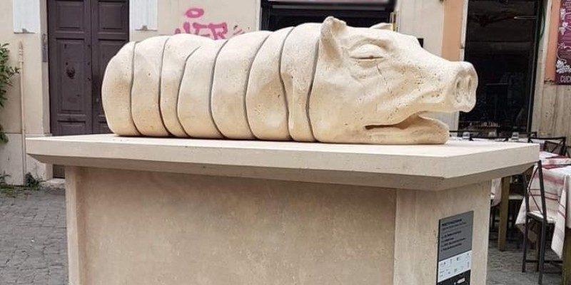 Oipa per la rimozione del monumento alla porchetta