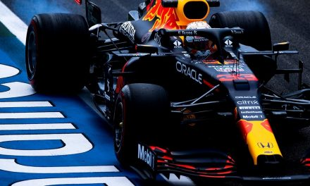 F1, GP Francia: pole position per Verstappen. Ferrari: Sainz 5°, Leclerc 7°