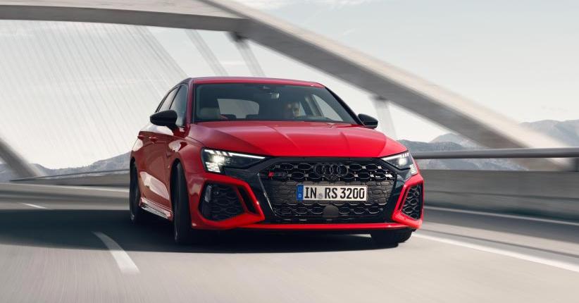 Audi, presentate RS 3 Sportback e Sedan