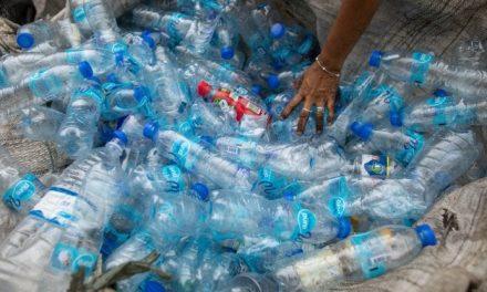 Bottiglie di plastica, oltre il 60% non viene riciclato